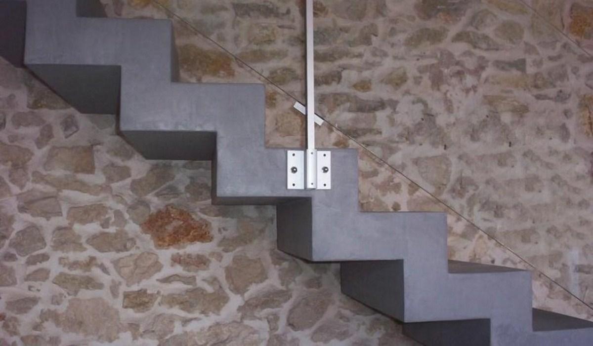 Tendance b ton cir ce qu il faut savoir a fleur de chaux for Beton cire escalier interieur