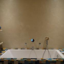 Salle de bains en béton ciré – Matières Couleurs et A Fleur de Chaux