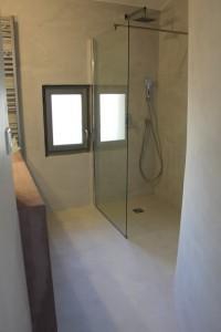 salle de bain en béton ciré gris