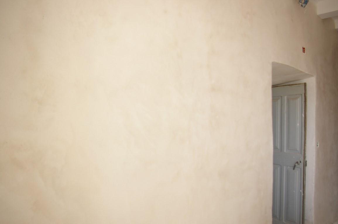 enduits de chaux et vieux murs a fleur de chaux. Black Bedroom Furniture Sets. Home Design Ideas
