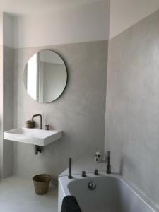 murs sol et tablier de baignoire en béton ciré (Copier)